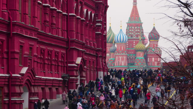 tilt up timelapse red square with crowded at day time in new year, moscow, russia - russian culture stock videos & royalty-free footage