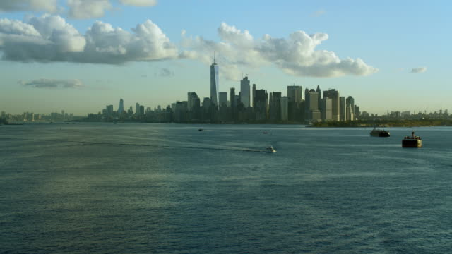 tilt up to lower manhattan skyline - distant stock videos & royalty-free footage