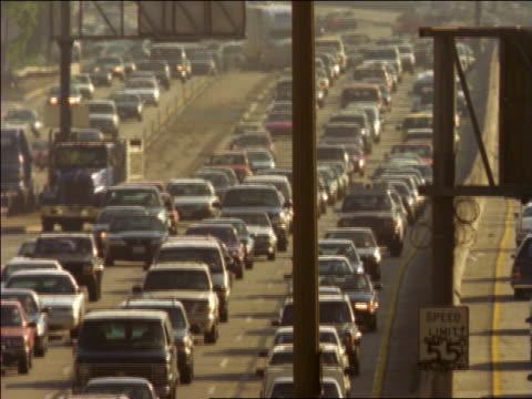 vidéos et rushes de tilt up traffic jam in both directions on highway in heat wave / los angeles, california - trafic jam