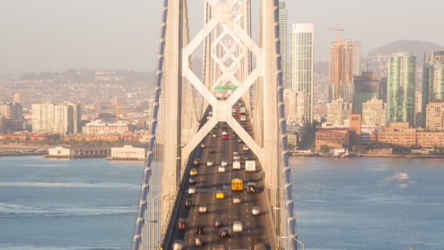 vídeos y material grabado en eventos de stock de tilt up view of the bay bridge in early morning light - puente colgante