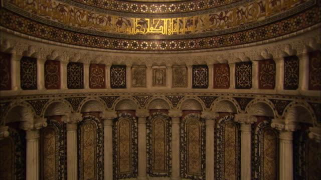vidéos et rushes de tilt up wall of great mosque available in hd. - style des années 2000