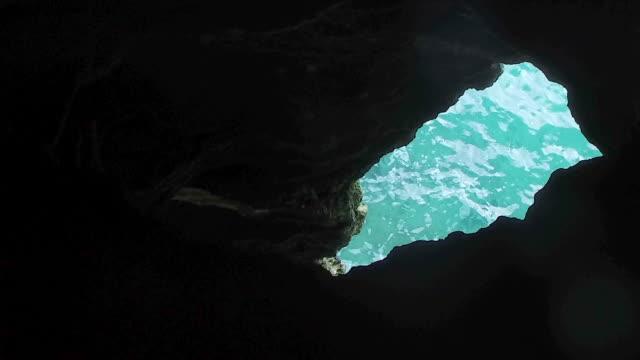 tilt upward: flowing waters below the cave in hamilton bermuda in hamilton, bermuda - bermuda stock videos & royalty-free footage
