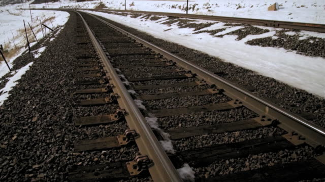 tilt zoom shot of tracks and mountain. - プロボ点の映像素材/bロール