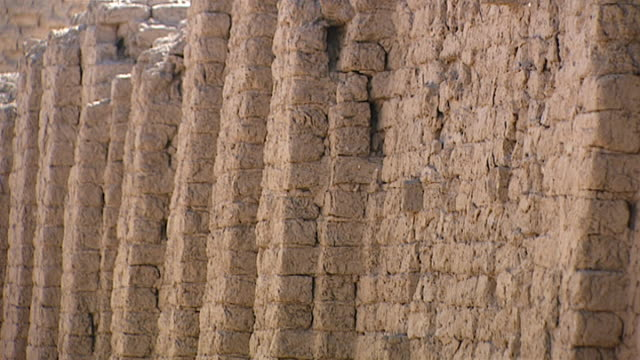 tilt-down on the niched facade mud brick wall of the shunet el zebib enclosure built for king khasekhemwy, last ruler of the 2nd-dynasty c. 2700 bce,... - enclosure stock videos & royalty-free footage