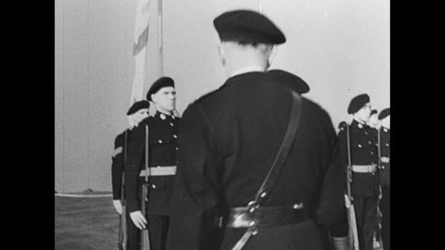 vidéos et rushes de tilt-down shot king george vi arrives for military inspection of hms king george v at scapa flow, scotland, prior to ship's departure for the east... - royal navy
