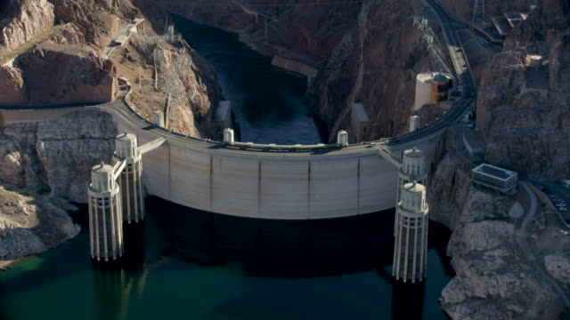 stockvideo's en b-roll-footage met tilt-down shot of the hoover dam from the upstream face - colorado rivier