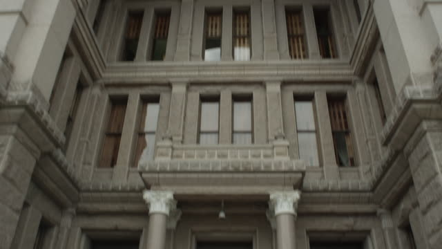 cu la tilting up shot of texas state capitol building - texas state capitol building stock videos & royalty-free footage