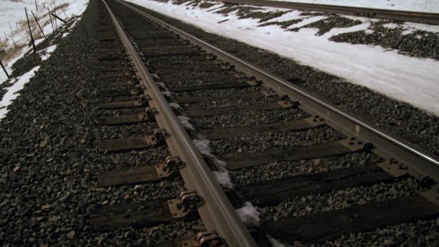 tilting zoom shot of railroad tracks. - プロボ点の映像素材/bロール
