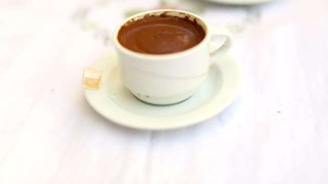 stockvideo's en b-roll-footage met tiltup: kopje turkse koffie op een café tafel geserveerd met turks fruit - turks fruit