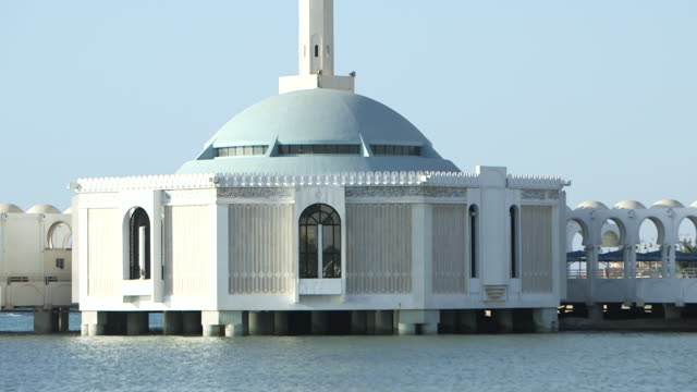 tilt-up of the floating rehma mosque. - jiddah bildbanksvideor och videomaterial från bakom kulisserna