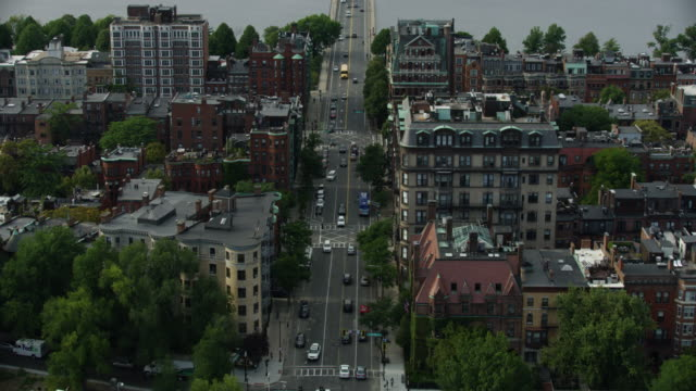 tilt-up shot from the boston side of the harvard bridge to the cambridge side - back bay stock-videos und b-roll-filmmaterial