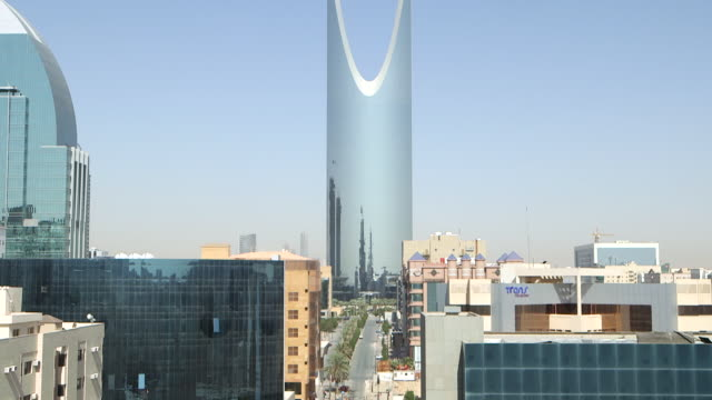 tilt-up to the distinctive parabolic arch of the kindgom centre in riyadh. - building exterior stock videos & royalty-free footage