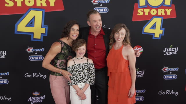 vídeos y material grabado en eventos de stock de tim allen and jane hajduk at the world premiere of toy story 4 at el capitan theatre on june 11 2019 in los angeles california - cines el capitán