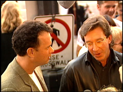 vídeos de stock, filmes e b-roll de tim allen at the 'toy story' premiere at the el capitan theatre in hollywood california on november 19 1995 - cinema el capitán