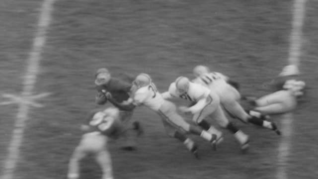 vídeos de stock e filmes b-roll de tim brown of philadelphia eagles scores touchdown at season opener / joe sparma and chuck bryant of ohio state play / bryant scores 62 yard touchdown... - 1961