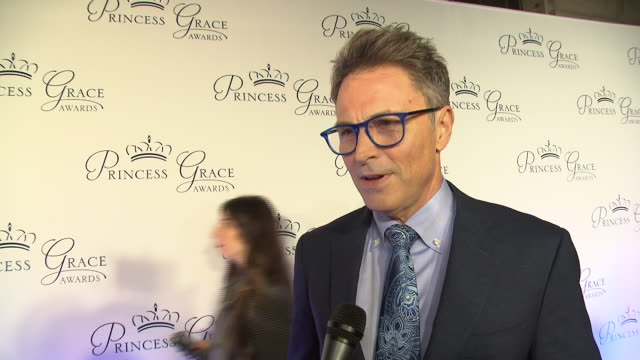 tim daly talks about being fortunate enough to be a part of the princess grace foundation and how important it is to help artists at the 2018... - マンハッタン チプリアーニ点の映像素材/bロール