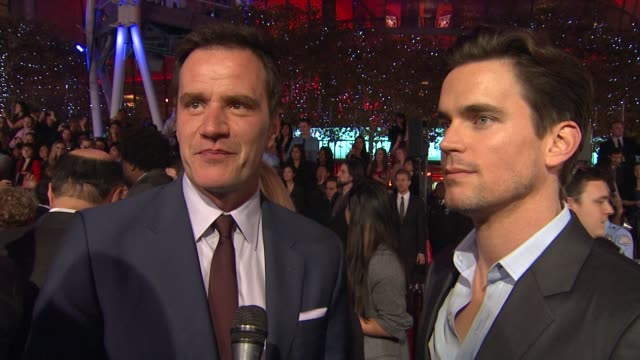 tim dekay and matt bomer on their outfits, on being nominated and on what's coming up on the show at 2012 people's choice awards - arrivals on... - people's choice awards stock-videos und b-roll-filmmaterial