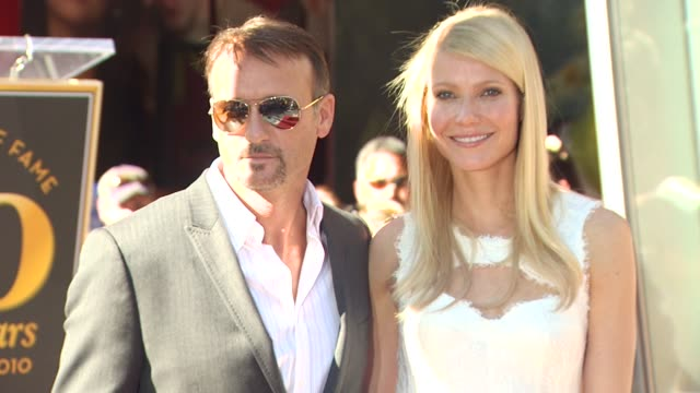 tim mcgraw and gwyneth paltrow at the gwyneth paltrow honored with a star on the hollywood walk of fame at hollywood ca. - tim mcgraw stock videos & royalty-free footage