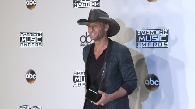 tim mcgraw at 2016 american music awards at microsoft theater on november 20 2016 in los angeles california - tim mcgraw stock videos and b-roll footage