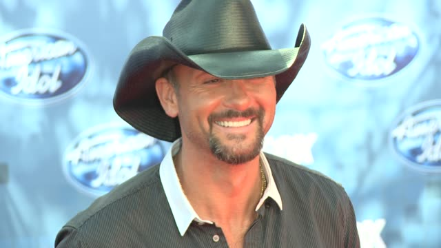 tim mcgraw at the fox's 'american idol 2011' finale results show at los angeles ca - results show stock videos & royalty-free footage
