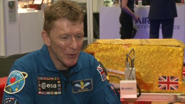 tim peake at the new scientist show at the excel tim peake interview sot - itv london lunchtime news点の映像素材/bロール