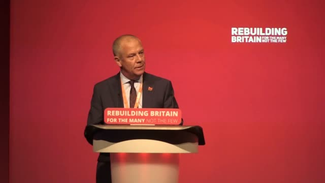 vídeos de stock e filmes b-roll de tim roach of the gmb and jane begley of exeter clp put forward a composite on the labour party's stance on brexit - conferência partidária