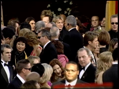 stockvideo's en b-roll-footage met tim robbins at the 2004 academy awards arrivals at the kodak theatre in hollywood, california on february 29, 2004. - 76e jaarlijkse academy awards