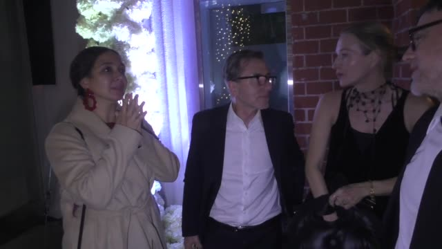 tim roth & maya rudolph leave quentin tarantino & daniela pick's wedding reception at mr. chow in los angeles in celebrity sightings in los angeles, - maya rudolph video stock e b–roll