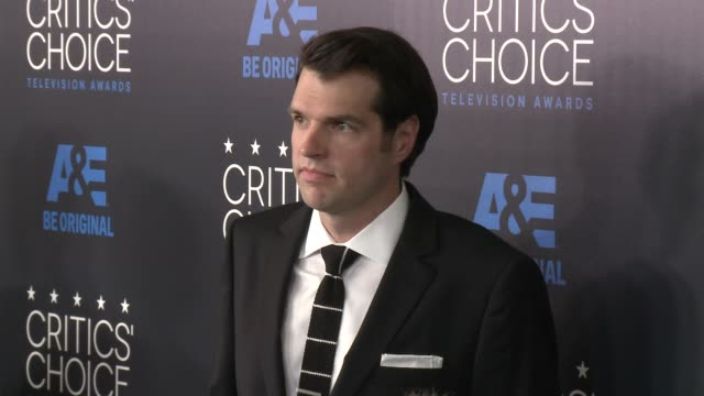 tim simons at the 2015 critics' choice television awards at the beverly hilton hotel on may 31, 2015 in beverly hills, california. - 放送テレビ批評家協会賞点の映像素材/bロール