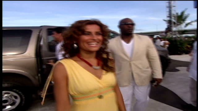 timbaland and nelly furtado walking down the red carpet together and interacting with fans. - 2005 stock videos & royalty-free footage