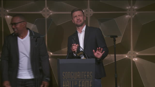 speech timbaland presents contemporary icon award to justin timberlake at songwriter's hall of fame 2019 at mariott marquis on june 13 2019 in new... - justin timberlake stock-videos und b-roll-filmmaterial