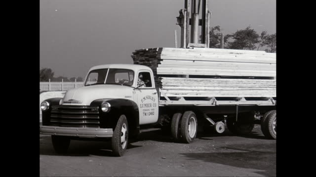MS TS Timber loading on truck / United States