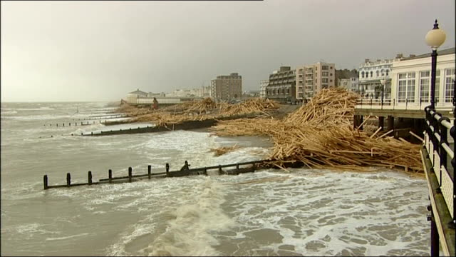 timber washed up on worthing beach; england: sussex: worthing: ext piles of timber on beach - worthing点の映像素材/bロール