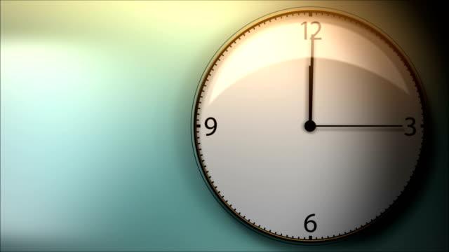 vídeos de stock, filmes e b-roll de o tempo voa e o relógio girando rapidamente - meia noite