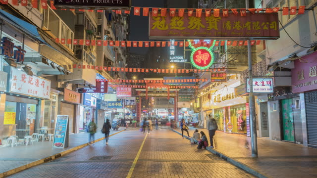 vídeos de stock, filmes e b-roll de time hyperlapse of temple street night market - hong kong