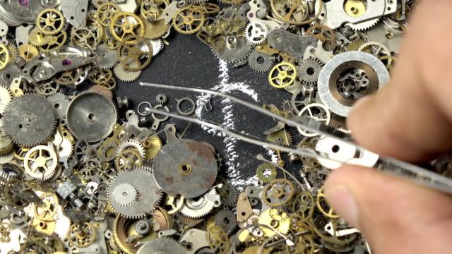 時間は時計じかけの部分を介してお金の概念 - 真鋳点の映像素材/bロール
