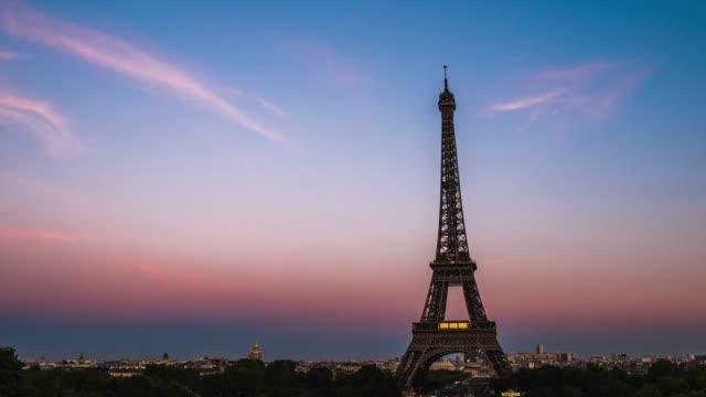 時間 lapes: パリ、フランスのエッフェル塔