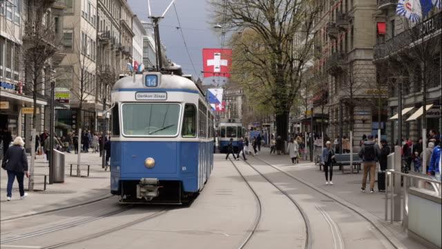 time laps of zürich, zurich bahnhofstrasse in switzerland - straßenbahn stock-videos und b-roll-filmmaterial
