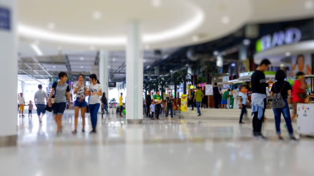 vídeos y material grabado en eventos de stock de lapso de tiempo de 4 k 4096 x 2160: la multitud en el shopping mall y pasear por la alameda con prores 422hq.zoomout estilos. - supermercado