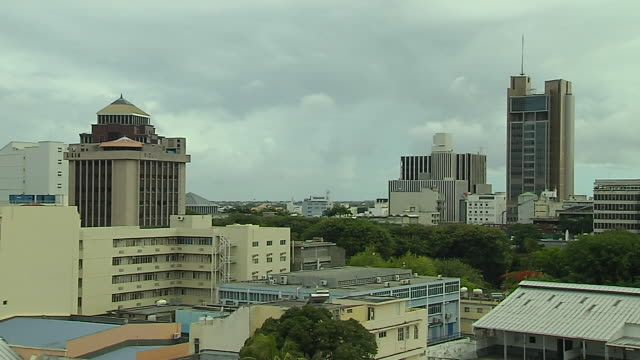 vídeos de stock, filmes e b-roll de time lapse aerial shot port louis mauritius - ilhas mascarene