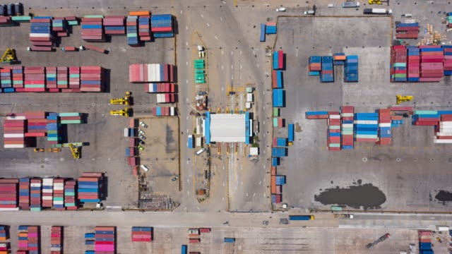stockvideo's en b-roll-footage met 4k time lapse : aerial top view container warehouse bij terminal commercial port for shipment business logistics, import export, shipping or transportation. - vrachtwagentransport