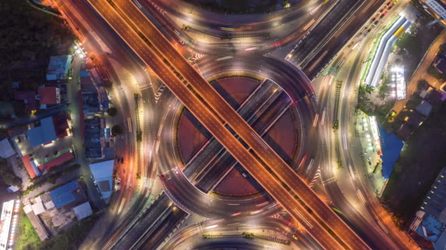 vídeos y material grabado en eventos de stock de time lapse aerial view and top view of traffic on city streets in bangkok , thailand. - road junction