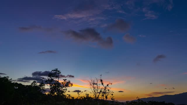 time- lapse: aerial view of beautiful panoramic skyline sunset with vibrant colors in caracas venezuela. - ハイコントラスト点の映像素材/bロール