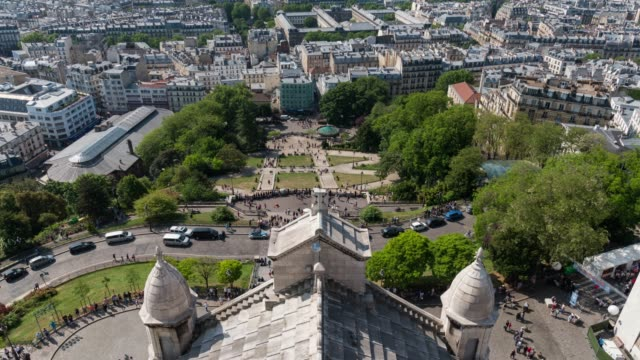 time lapse : aerial view of crowded tourists at sacre coeur, paris, france - basilique du sacre coeur montmartre stock videos & royalty-free footage