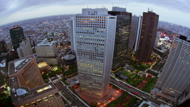 time lapse aerial view of the shinjuku sumitomo building / day to dusk / tokyo, japan - day to dusk stock videos & royalty-free footage