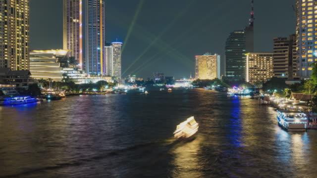 タイムラプス:空中写真 バンコクのチャオプラヤ川桟橋のハッスルと交通ボート。 - フェリー船点の映像素材/bロール