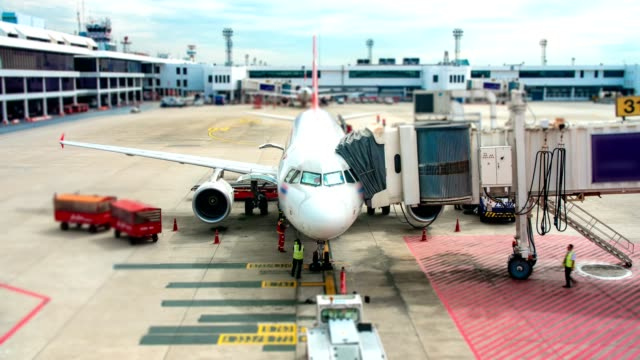 4K Time Lapse : Airplane depart from Jetway Dock
