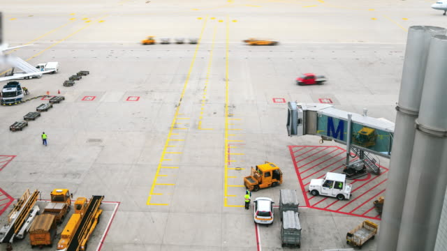 4k time lapse : airport timelapse - munich stock videos & royalty-free footage