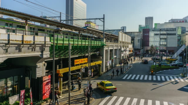 4 K の時間経過: 東京都 JR 秋葉原駅