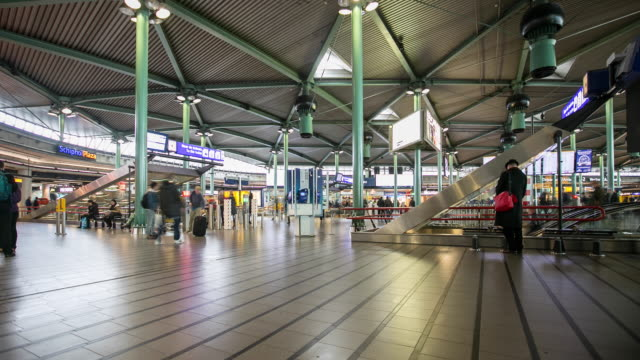 4k time lapse : amsterdam schiphol airport - atrium heart stock videos & royalty-free footage